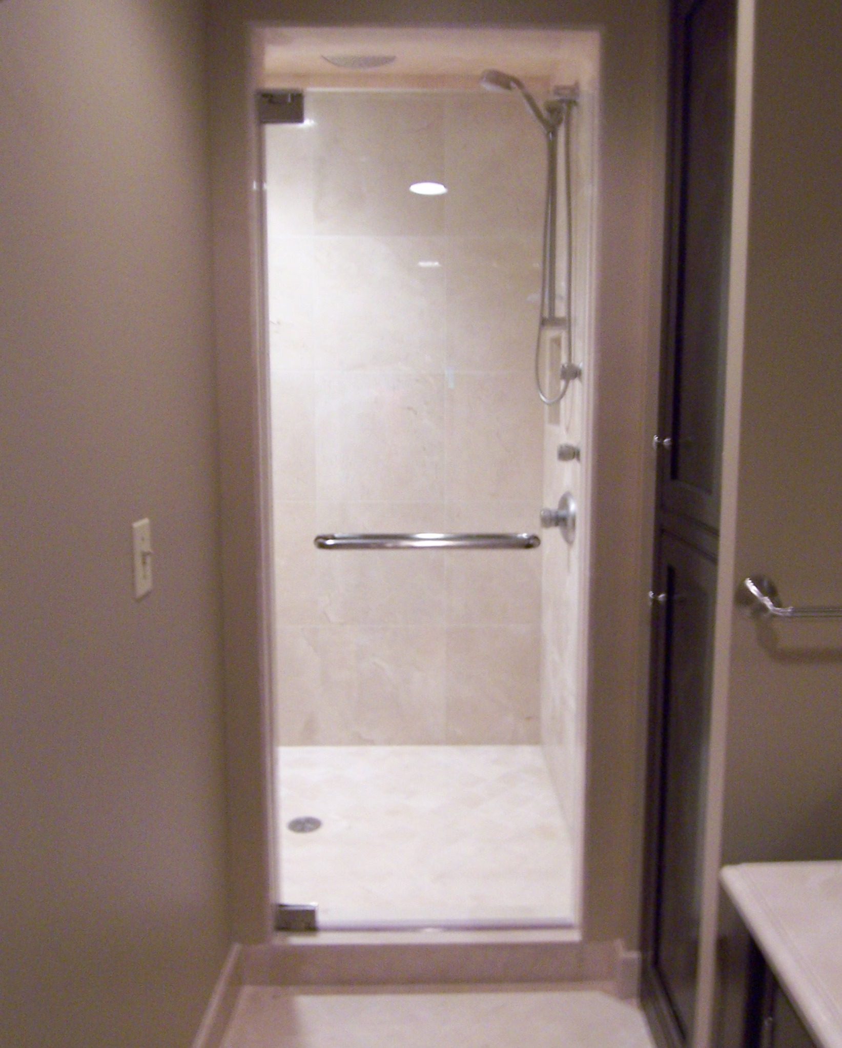 Superbe Frameless Shower Door With Towel Bar ...