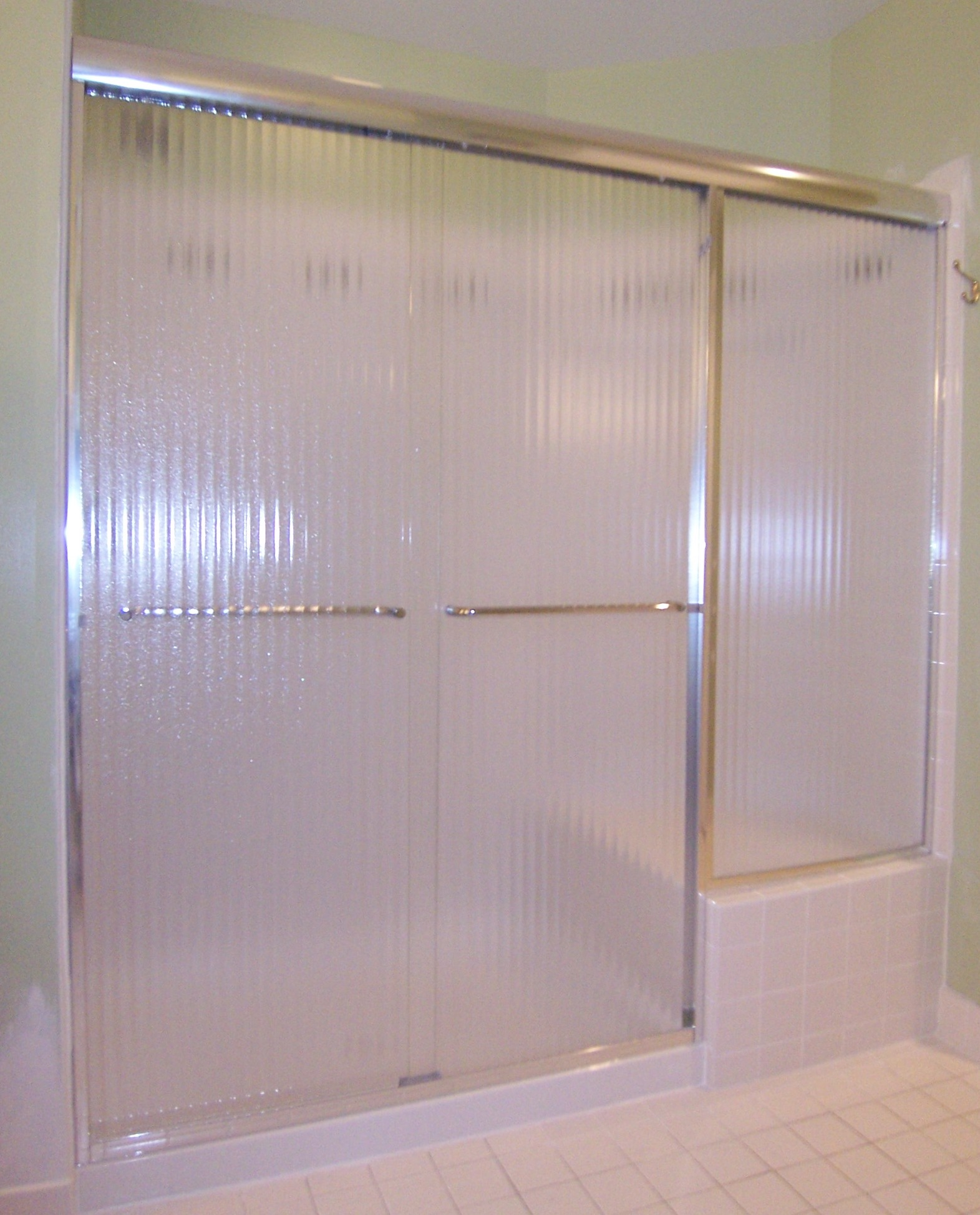 Semi-Frameless Stall Slider with inline Panel and Reeded Glass : reed doors - pezcame.com