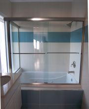 Semi-Frameless Tub Slider with Inline and Return Panel and Frameless Corner